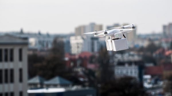 Retail drone deliveries are facing a major setback in the US as key legislation enabling companies to deliver parcels is opposed by powerful groups.