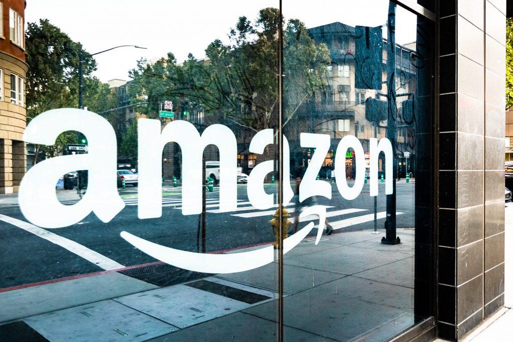 $400m in Amazon stock offloaded by MacKenzie Bezos