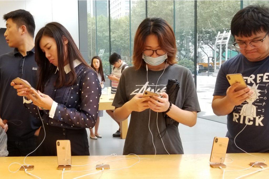 Apple issues financial alert as outbreak hits supply chain