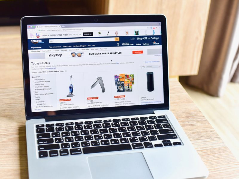 Amazon saw its UK site traffic jump 32 per cent last year as ecommerce platforms dominated the 100 most visited websites of the year.