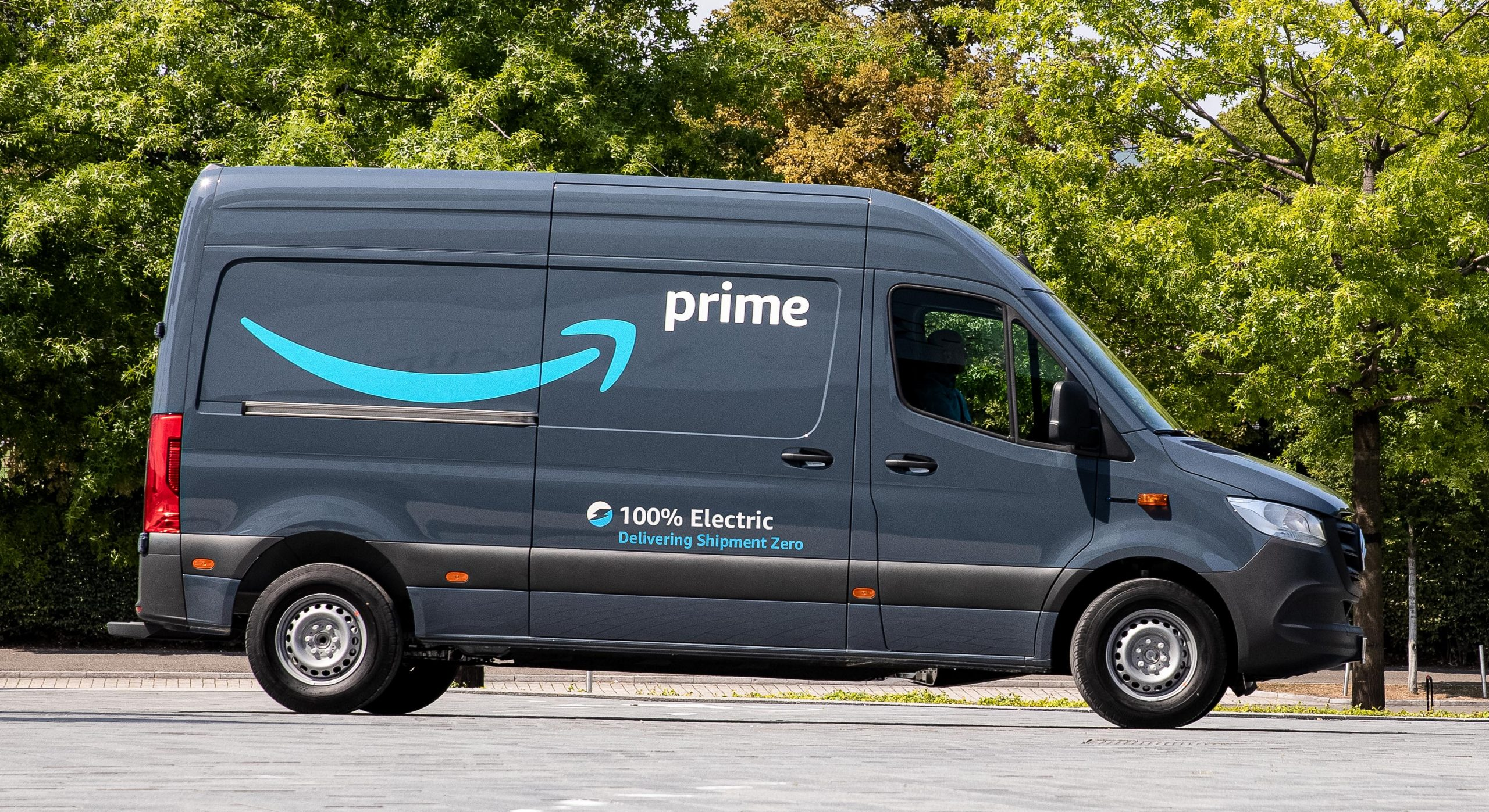Amazon to roll out 1800 state-of-the-art Mercedes EV ...