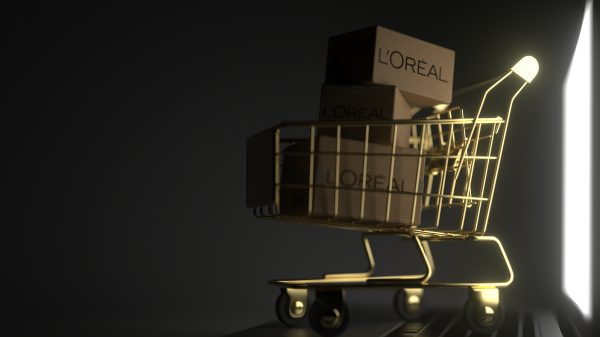 "L'Oréal Paris launches its first virtual makeup - ""only wearable online"""