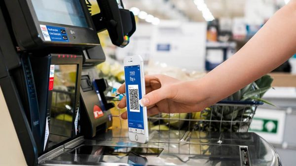 Tesco's Pay+ app which allows shoppers to pay with their phones and collect Clubcard points has surpassed £1 billion in payments.