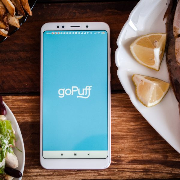 Uber has announced a partnership with snack delivery start up Gopuff in a bid to expand its grocery delivery services in the US.