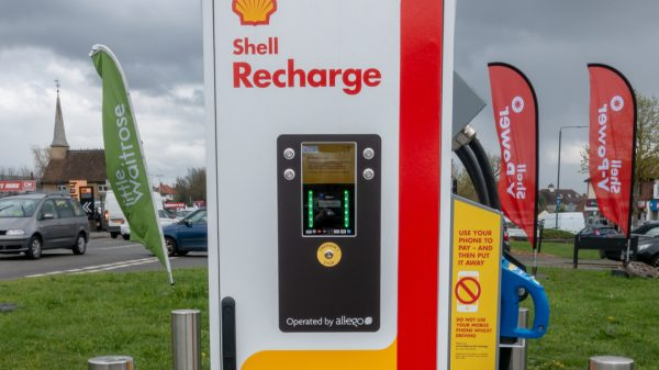 Waitrose has announced plans to install 800 electric vehicle (EV) charging points at stores across the UK amid a new tie up with energy giant Shell.