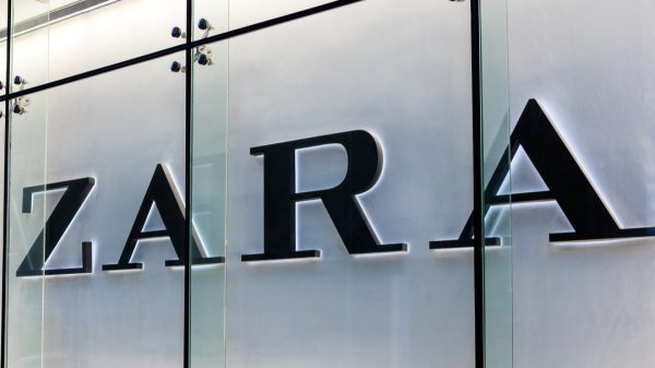 """Zara has launched its 'Store Mode' across all its stores in the UK allowing customers browsing """"online"""" to check-in to physical stores."""