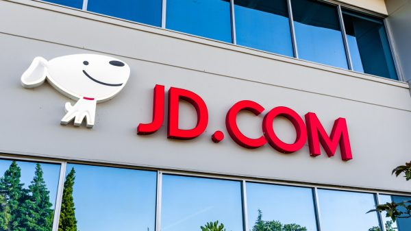 JD.com's latest revenues have beaten analysts expectations as Chinese consumer spending grows despite uncertainty surrounding Chinese Big Tech.