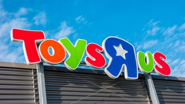 Toys 'R' Us is set for a revival four years after its collapse through US department store giant Macy's.