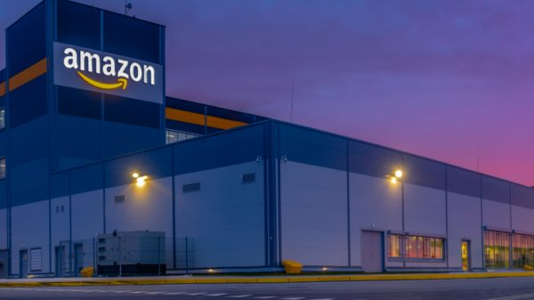 Amazon is to cut the pay of the staff that manage its fleet of hundreds of trucks and drivers that arrive at its UK logistics centres and warehouses every day.