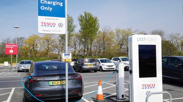Tesco has been named the UK's top supermarket chain for electric vehicle (EV) charging capabilities according to a new report.